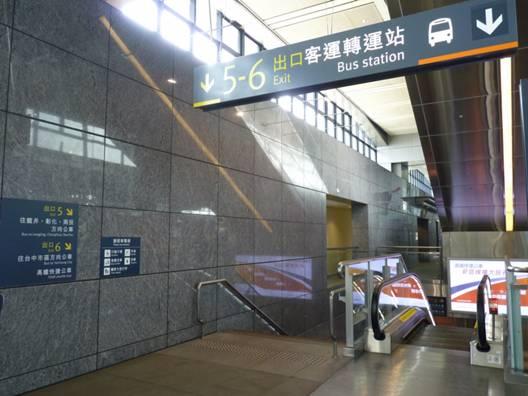 日月潭交通 :高鐵出站後,跟著5-6號出口客運轉運站的指標下到1樓5號出口