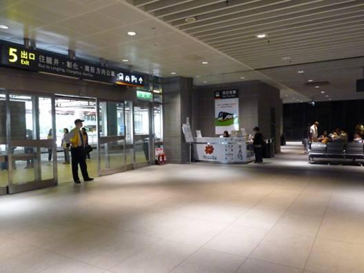 日月潭交通 : 高鐵台中站的1樓5號出口旁就是「南投客運」的售票櫃台,可在此購買台灣好行-日月潭線的車票。