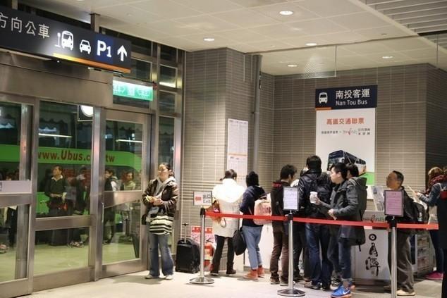 日月潭交通 : 在高鐵台中站1樓5號出口旁的南客運櫃台,買完票後直接在5號門口外就可以上台灣好行日月潭線了