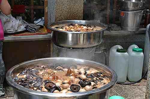知名的阿婆茶葉蛋,這是日月潭特色小吃美食,在玄光寺碼頭邊