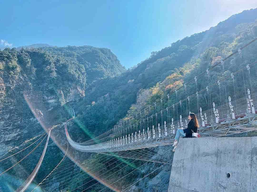 雙龍七彩吊橋