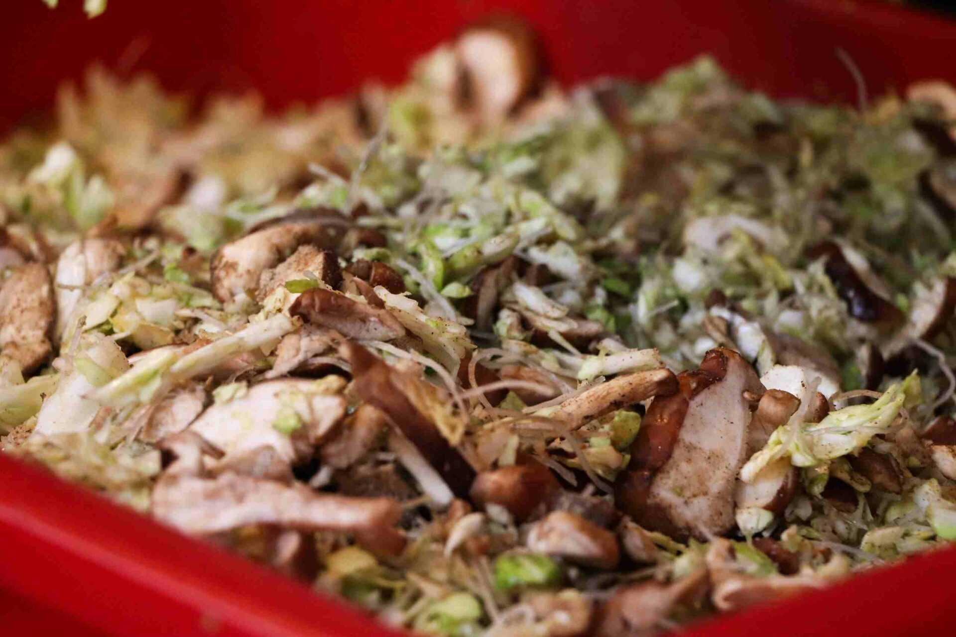 年記做不復賣香菇高麗菜包