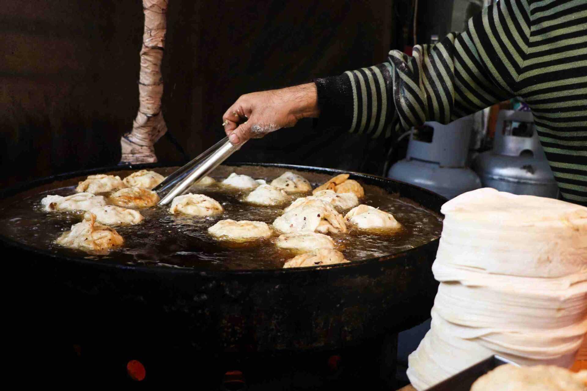 日月潭老街  年記做不復賣香菇高麗菜包