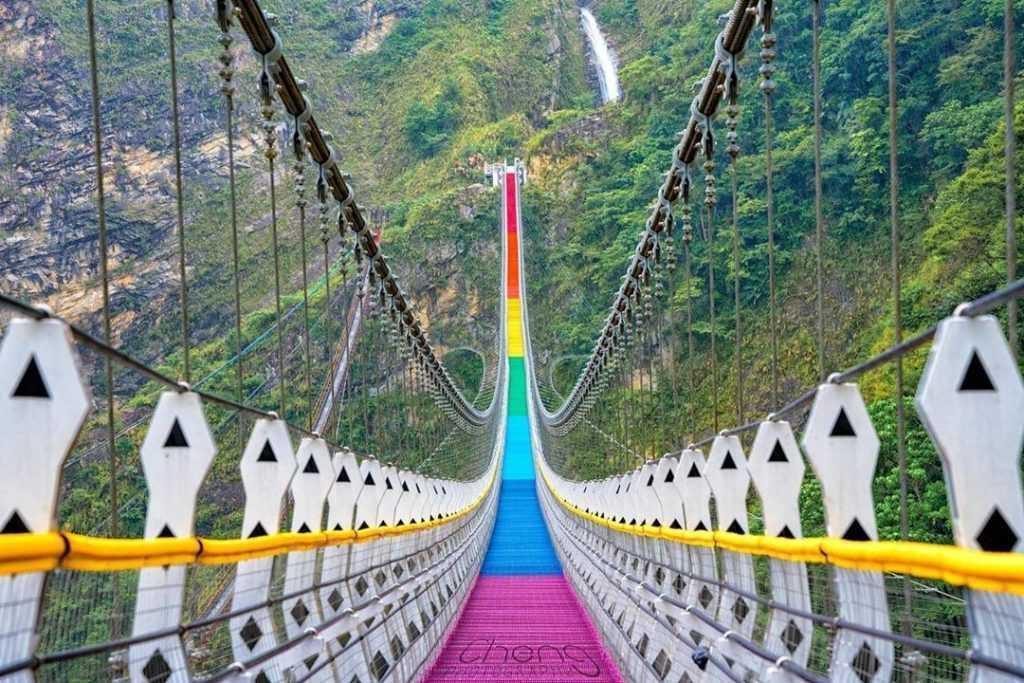 南投旅遊優惠 :全台獨家雙龍瀑布七彩吊橋,買一送一