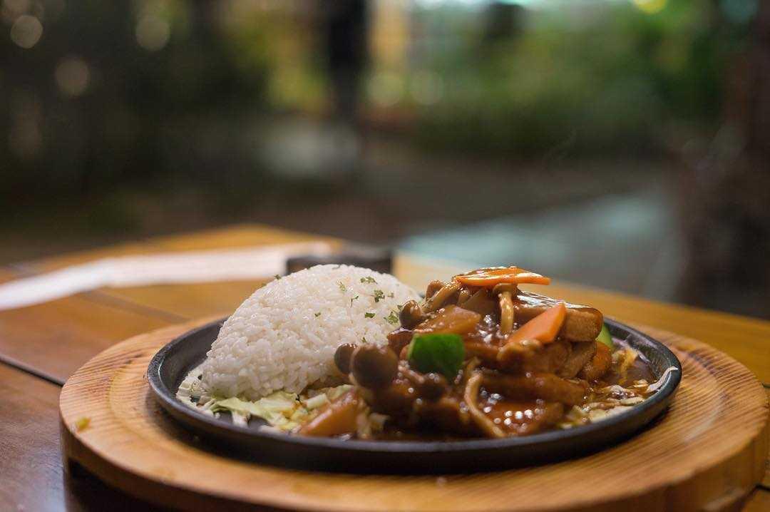 鳥vs人 柳松菇醬燒鐵板豆腐飯