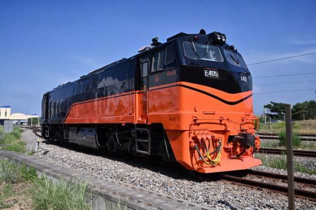 台鐵鳴日號火車
