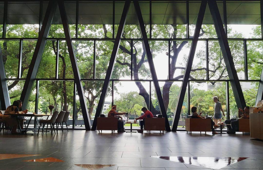 屏東圖書館   4 大絕美空間、 5 大創新服務,重新開幕化身「森林系圖書館」,附近美食、景點、交通懶人包
