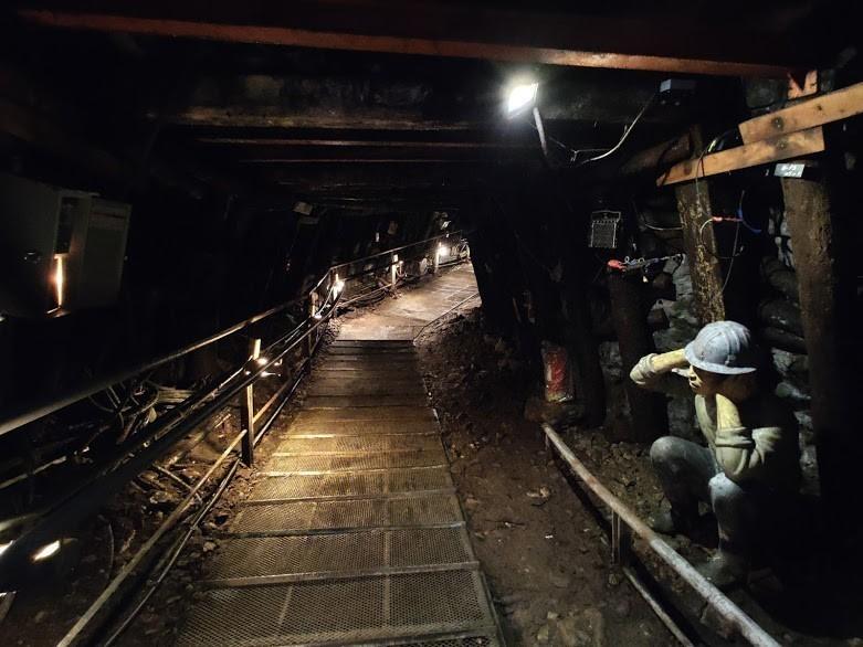 本山五坑礦工正在爆破